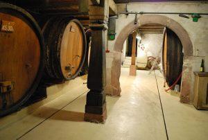 Cave datant 1607
